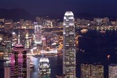 Rascacielos comercial en la noche Imagen de archivo