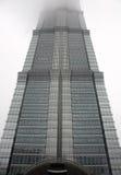 Rascacielos como edificio del alto cargo Imágenes de archivo libres de regalías