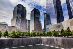 911 rascacielos conmemorativos Nueva York NY de la cascada de la fuente de la piscina Fotografía de archivo libre de regalías