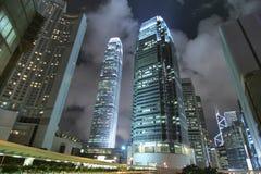 Rascacielos contemporáneos de Hong-Kong en la noche Fotografía de archivo libre de regalías