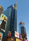 Rascacielos de Broadway en Midtown Manhattan Imagen de archivo