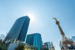 Rascacielos de Ciudad de México y ángel de la independencia Fotografía de archivo libre de regalías