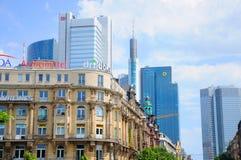 Rascacielos de Deutsche Bahn y de la batería de Commerz Fotografía de archivo