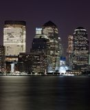 Rascacielos de la noche céntrica de la ciudad de NY Fotografía de archivo libre de regalías