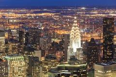 Rascacielos de Nueva York en la noche Fotografía de archivo libre de regalías