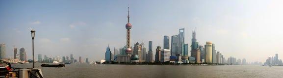 Rascacielos de Shangai panorámicos Fotos de archivo libres de regalías