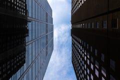 Rascacielos de Toronto en fondo del cielo fotos de archivo