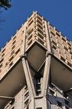 Rascacielos del brutalist de la torre de Velasca, Milano Foto de archivo