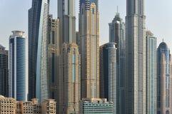 Rascacielos del distrito del puerto deportivo de Dubai, UAE Fotos de archivo libres de regalías