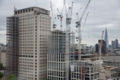 Rascacielos del emplazamiento de la obra nuevo en la ciudad de Londres Fotografía de archivo libre de regalías
