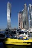 Rascacielos del muelle del puerto deportivo y de Yacth de Dubai Fotografía de archivo libre de regalías