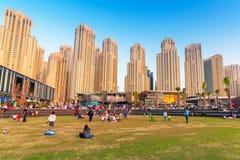 Rascacielos del puerto deportivo de Dubai Imagen de archivo libre de regalías