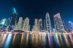 Rascacielos del puerto deportivo de Dubai durante Imagen de archivo libre de regalías