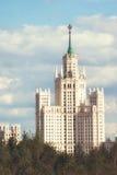 Rascacielos del ` s de Stalin en el terraplén Moscú Rusia de Kotelnicheskaya Fotografía de archivo