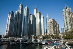 Rascacielos, edificios altos en Dubai, UEA Fotos de archivo