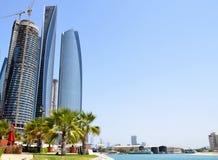 Rascacielos en Abu Dhabi Fotos de archivo libres de regalías