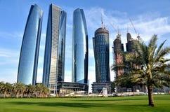 Rascacielos en Abu Dhabi Imagenes de archivo