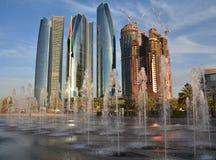 Rascacielos en Abu Dhabi Imágenes de archivo libres de regalías