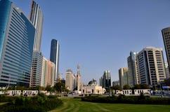 Rascacielos en Abu Dhabi Foto de archivo libre de regalías