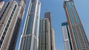 Rascacielos en Dubai, United Arab Emirates almacen de video