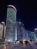 Rascacielos en el área de Lujiazui en la noche, Shangai, China Foto de archivo libre de regalías