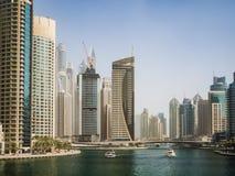 Rascacielos en el puerto deportivo de Dubai, UAE Fotos de archivo libres de regalías