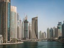 Rascacielos en el puerto deportivo de Dubai, UAE Imágenes de archivo libres de regalías