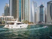 Rascacielos en el puerto deportivo de Dubai, UAE Fotografía de archivo