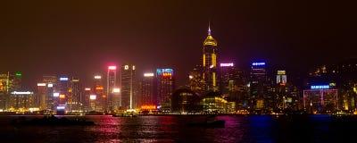 Rascacielos iluminados Hong Kong de la noche Imágenes de archivo libres de regalías