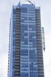 Rascacielos moderno con las ventanas y los balcones Toronto, Canadá Imagenes de archivo