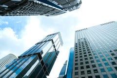 Rascacielos modernos del negocio con los altos edificios, arquitectura al cielo, concepto del negocio Foto de archivo