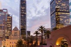 Rascacielos por noche en Los Ángeles céntrico Imagen de archivo libre de regalías