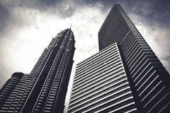 Rascacielos que rodean la ciudad de Kuala Lumpur, Malasia Fotos de archivo libres de regalías