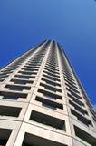 Rascacielos que se eleva para arriba en el cielo Foto de archivo
