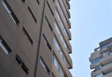 Rascacielos que se va para el cielo, edificio comercial Imágenes de archivo libres de regalías