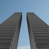 Rascacielos y cielo azul Fotografía de archivo