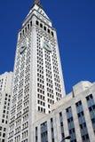 Rascacielos y cielo azul en New York City Imágenes de archivo libres de regalías