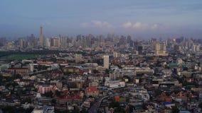 Rascacielos y edificios altos en la ciudad de Bangkok, Tailandia Districto financiero céntrico 4K paisaje urbano VDO metrajes