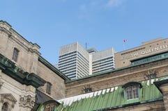 Rascacielos y la reina Elizabeth Hotel del lugar uno de Victoria Fotografía de archivo libre de regalías