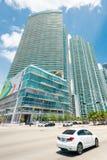 Rascacielos y tráfico en Miami céntrica fotos de archivo libres de regalías