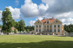 Rasen vor historischem Haus Lizenzfreies Stockfoto