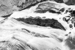 Rasender Wasserfall Lizenzfreies Stockfoto