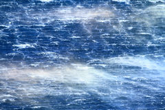 Rasendes Meer mit wütenden Wellen Stockfoto