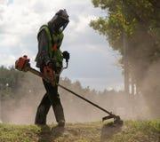 Rasenmähmaschine während der Arbeit Lizenzfreie Stockfotografie