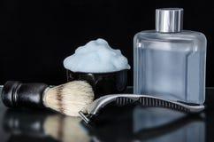 Raser des accessoires Table en verre avec des réflexions Photos stock