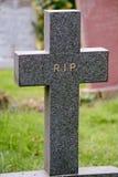 RASGÓN de la cruz de la lápida mortuaria Imágenes de archivo libres de regalías