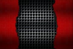 Rasgo preto e vermelho da fibra do carbono na malha metálica preta Imagens de Stock