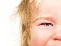 Rasgones gritadores del pequeño bebé del retrato emocionalmente Imágenes de archivo libres de regalías