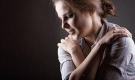 Rasgos de uma jovem mulher fotos de stock royalty free