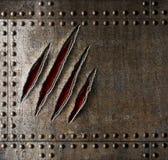 Rasguños de la garra en la pared del metal de la armadura Fotografía de archivo libre de regalías